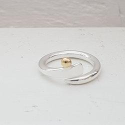 """Ring """"Knopp"""" med gulddetalj"""