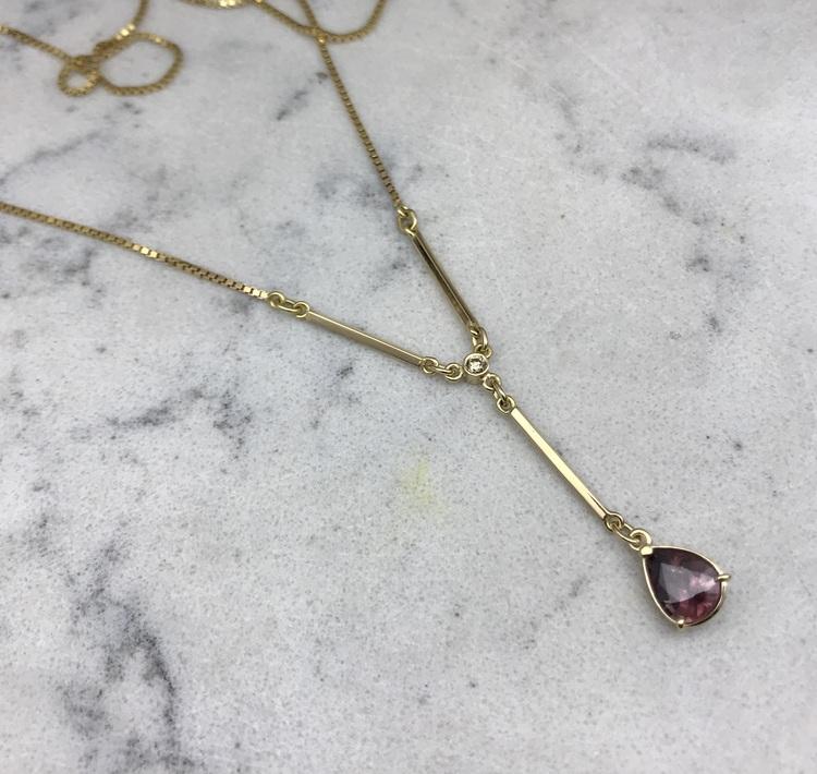 Guldhänge med zirkon och coffeediamant