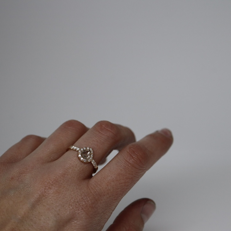 """Ranunkel"" Ring med champagnediamant"