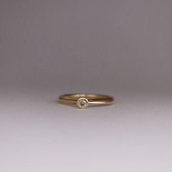 """Twist"" ring med gul diamant"