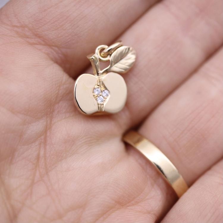 """""""Äppelhalva"""" med vita diamanter"""
