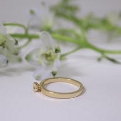 """""""Hexagon"""" ring i rött guld med coffeediamant"""