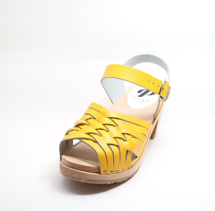 Piukk flätad sandal gul
