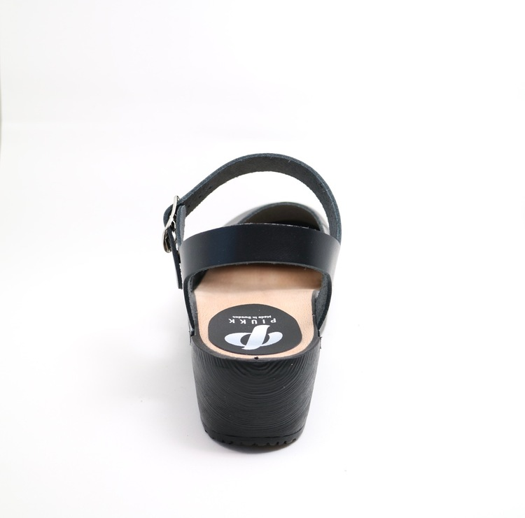 Piukk stängd sandal svart (gummisula)