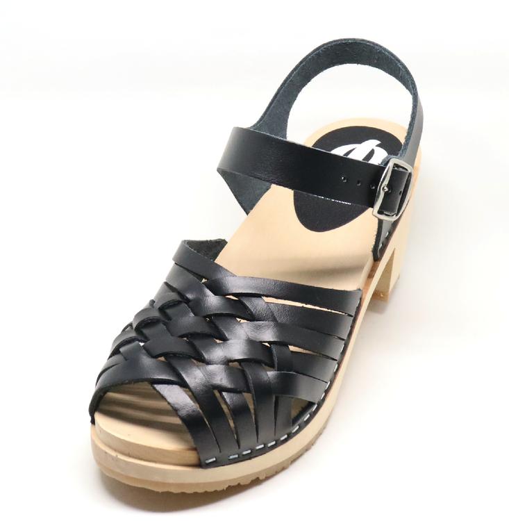 Piukk flätad sandal svart - Piukk - Moderna träskor på nätet c76f8bbb8e54c