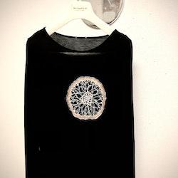 Dahlia - svart långärmad t-shirt