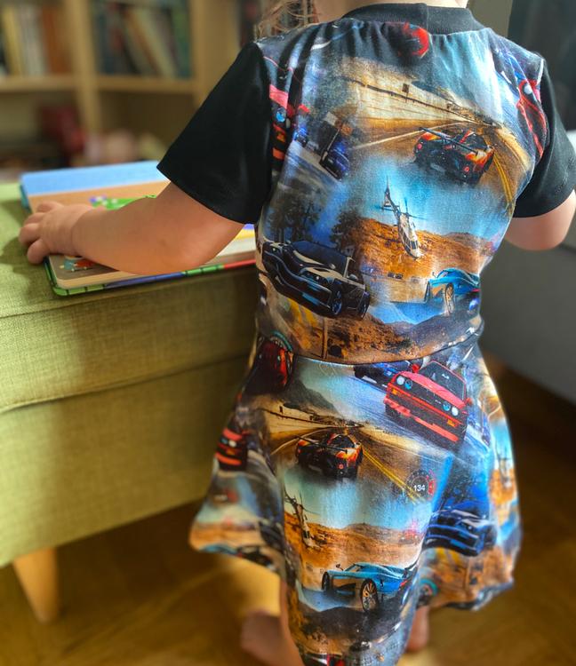 Klockad klänning - Valfritt tyg