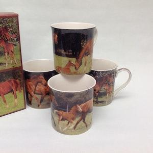 4-mugg Hästar