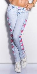 Jeans med rosa blonder