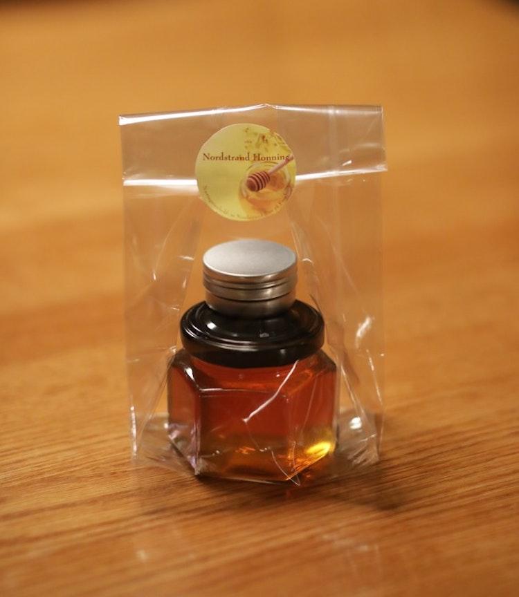 Gavepakning med honning fra Tyslevveien og leppepomade med lavendelolje