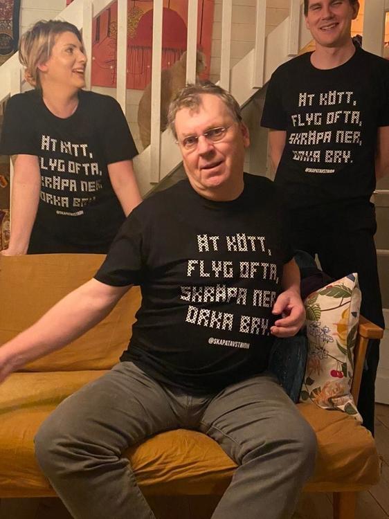 """""""Ät kött, flyg ofta, skräpa ner, orka bry"""" ekologisk t-shirt"""