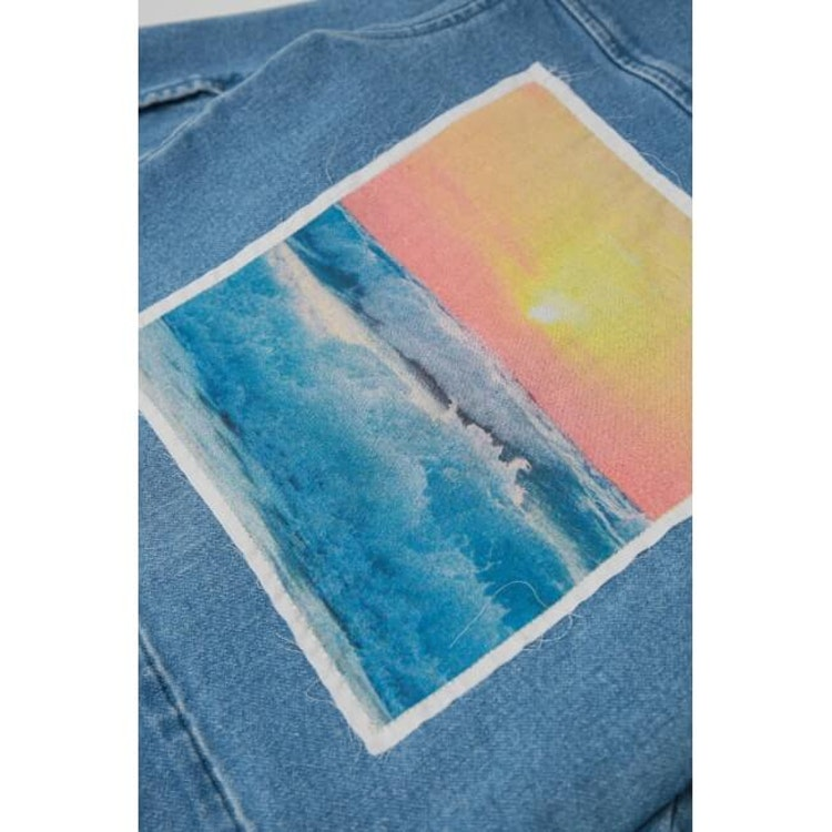 MINIKID ljusblå jeansjacka med ryggmärke för barn