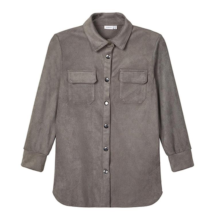 Mockaskjorta med knappar och fickor i grått från NAME IT