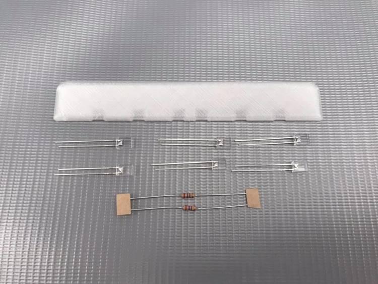 Lysskilt med 6 hvide LED 2x5mm og 2 stk modstande.