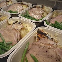 Vildsvinskarré med potatisgratäng & grönpepparsås