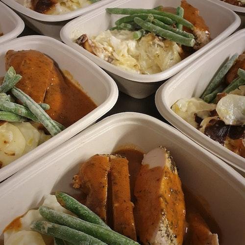 Kycklingfilé med potatisgratäng & rostad paprikassås