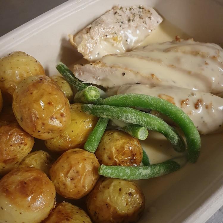 Smörstekt kycklingfilé med rostad potatis & äppelcidersås