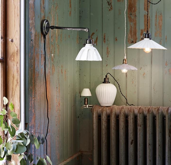 Vägglampa Margareta Antik Vit/Grafit