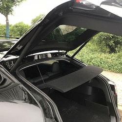Fast hatthylla till Tesla Model Y