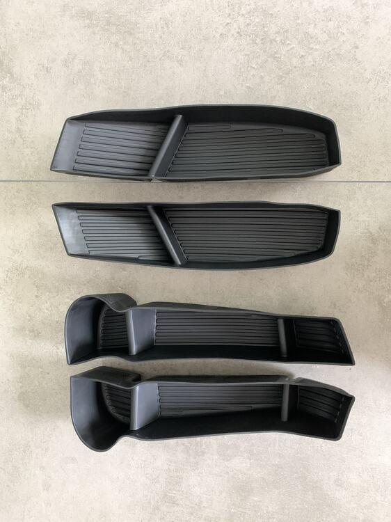 Inlägg förvaring dörrsidor Tesla Model Y