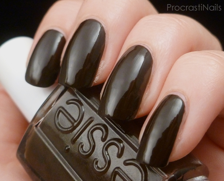 Essie Nagellack Little Brown Dress