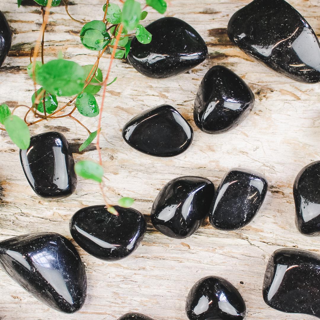 Svart Obsidian, trumlade stenar
