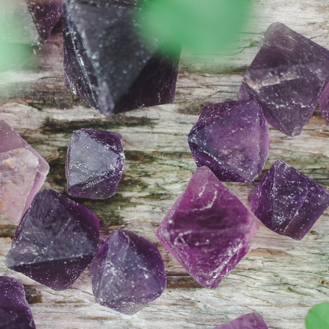 Fluorit, lila naturliga kristaller