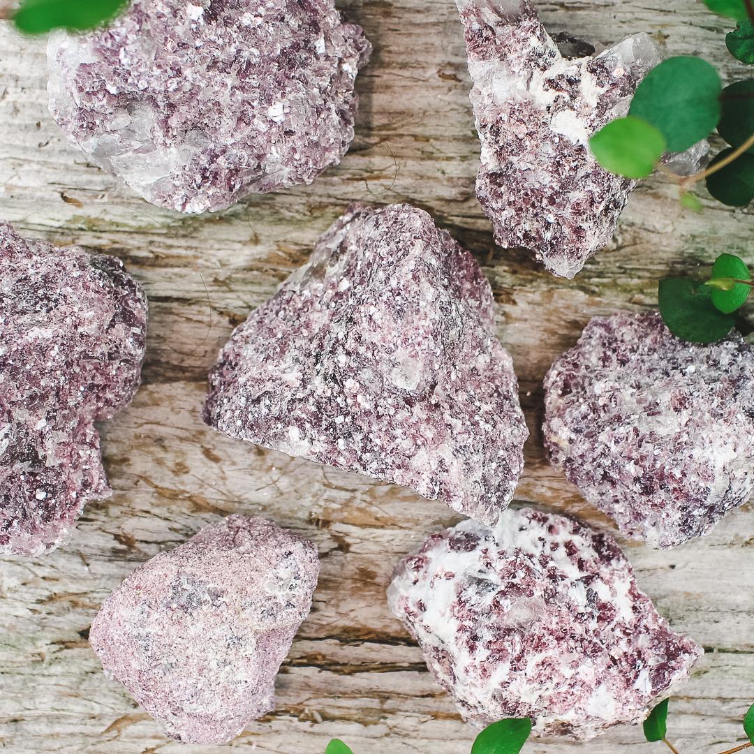 Lepidolit, rå stenar
