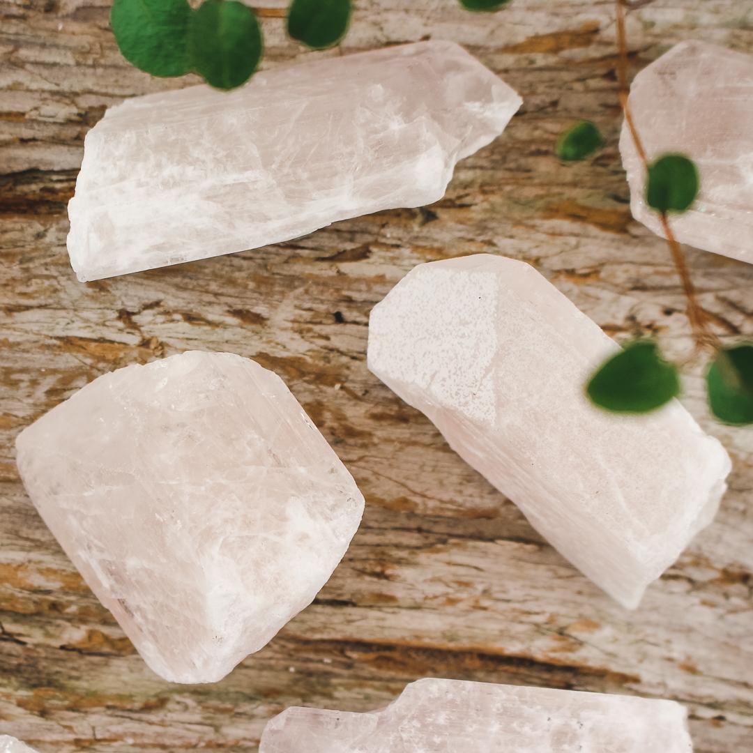 Danburit, rå kristaller