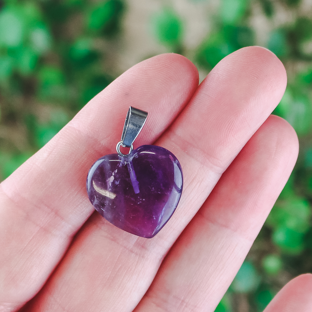 Ametist, litet hjärtformat hänge