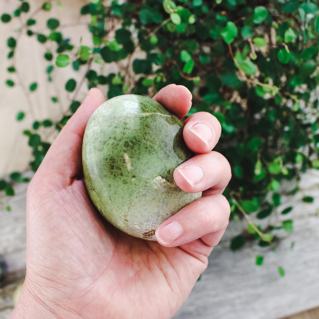 Grön Opal, touchstone