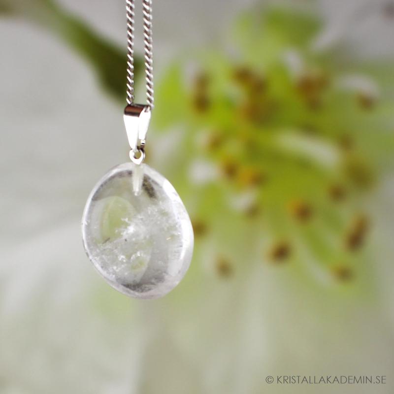 Bergkristall, hänge med trumlad sten