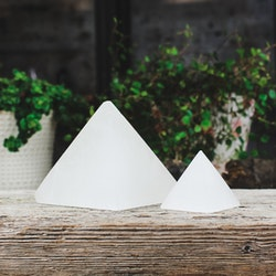 Selenit pyramid