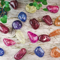 Bergkristall krackelerad, trumlade stenar