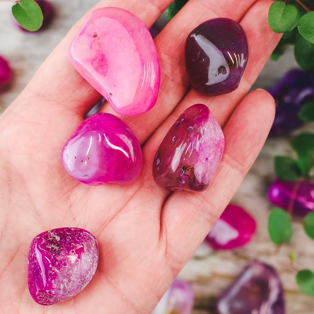 Rosa Agat, trumlade stenar