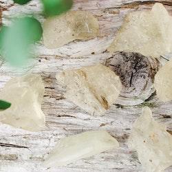 Libyskt Ökenglas, rå stenar
