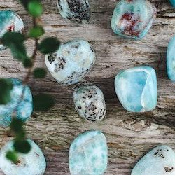 Larimar, trumlade stenar