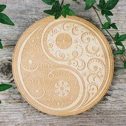 Träplatta med Yin Yang mandala