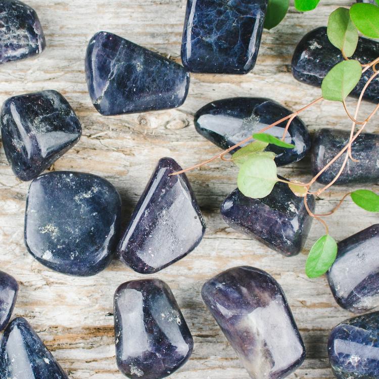 Iolit, trumlade stenar