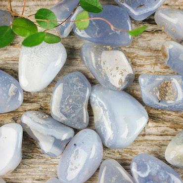 Blå Kalcedon, trumlade stenar