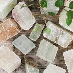 Grön Kalcit, rå stenar