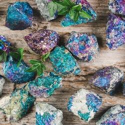 Bornit, rå stenar
