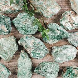 Fuchsit, rå stenar