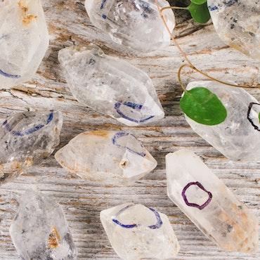 Enhydrokvarts, naturliga kristaller