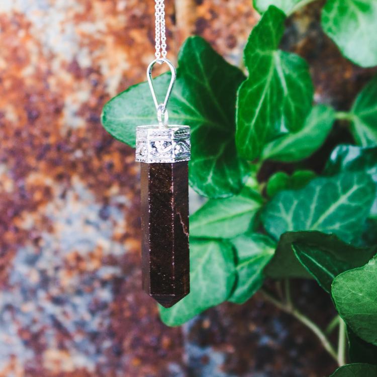 Granat, spetsformat hänge