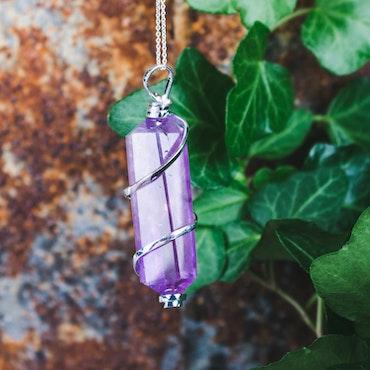 Ametist, trådvirat hänge med slipad kristall
