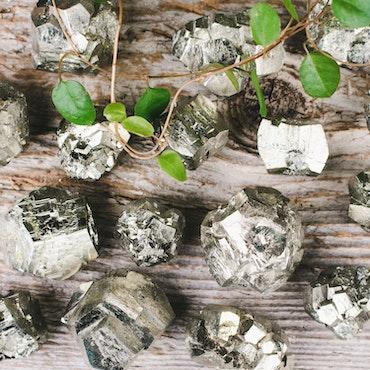 Pyrit, flersidiga kristaller