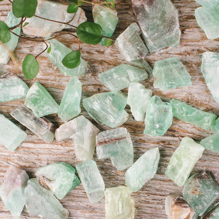 Smaragdgrön Kalcit, rå stenar