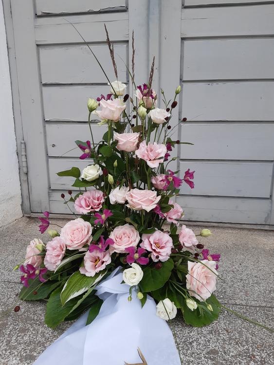 Hög begravningsdekoration
