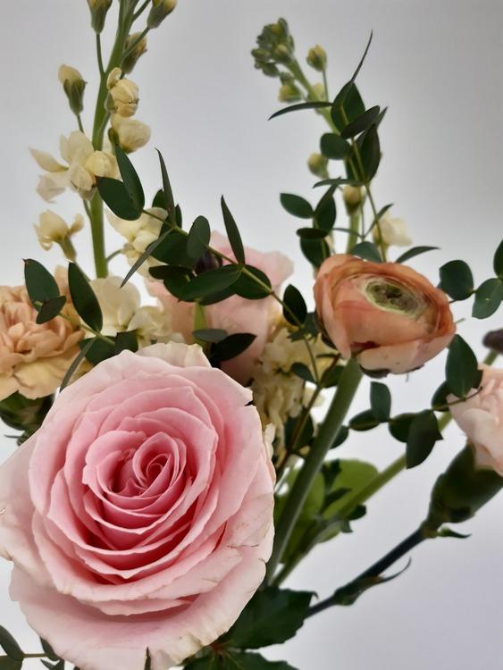 Bukett i säsongens blommor, liten